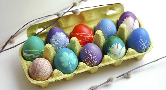 Окрашивание пасхальных яиц-трафаретное результат
