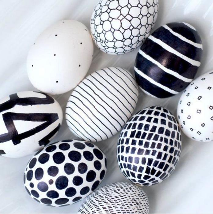 Современные пасхальные яйца-черно-белая абстракция