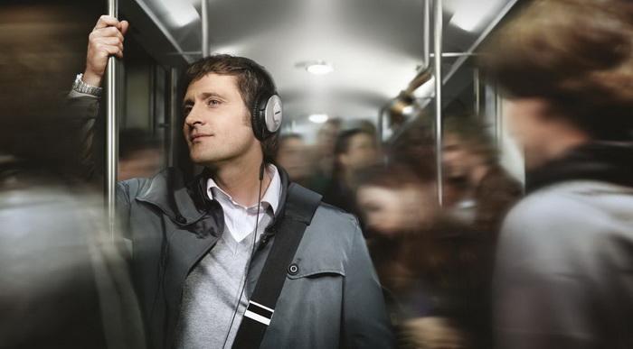 В наушниках-аудиокниги