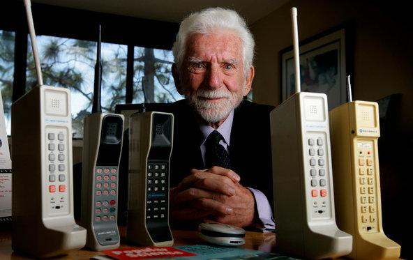 сегодня мобильному телефону 45 лет 2