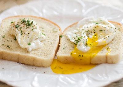 Как сварить яйцо пашот в пленке