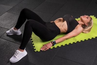 Упражнение вакуум для живота лёжа