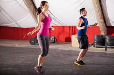 Прыжки на скакалке, чтобы согнать жир с живота