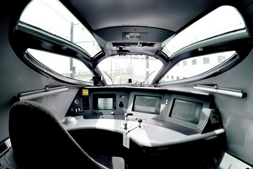 ALFA-X-кабина машиниста поезда