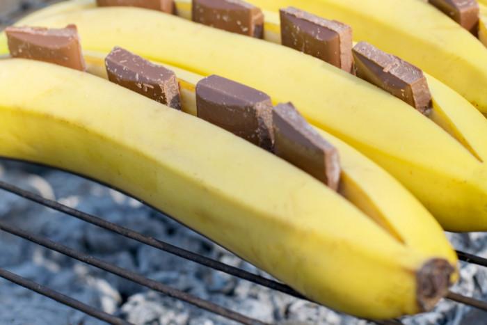 Бананы на гриле-с шоколадом