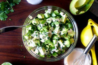 Салат з авокадо і яйцем