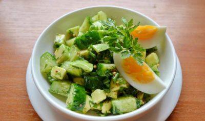 Простий салат з авокадо