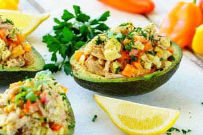 Салат с авокадо и помидорами-2
