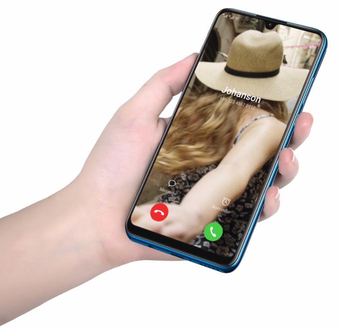 Huawei P30 Lite-смартфон в руках
