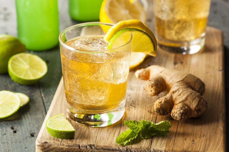 Имбирный лимонад-в стаканах