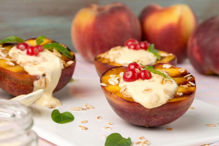 Персики с йогуртом-гриль