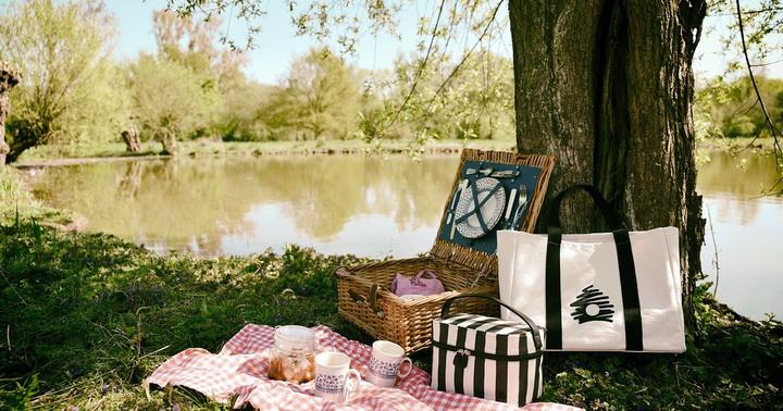 Пикник на берегу-пейзажи