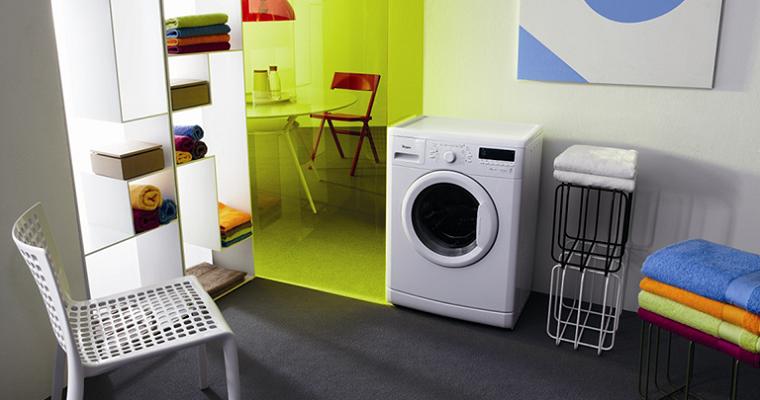 Разбираемся в классах энергопотребления стиральных машин - стиральная машина в комнате