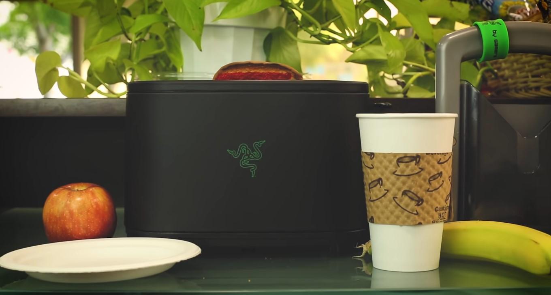 Шуточный рекламный ролик о тостере от Razer 4