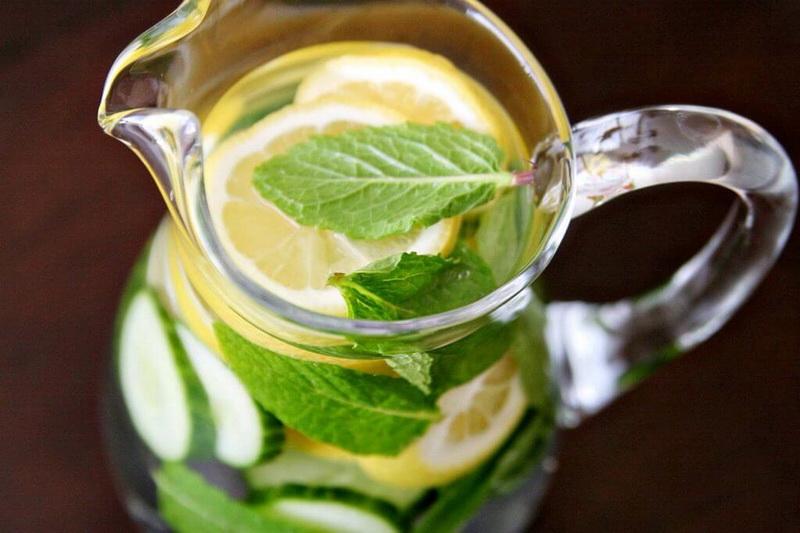 Вода-с лимоном и огурцом