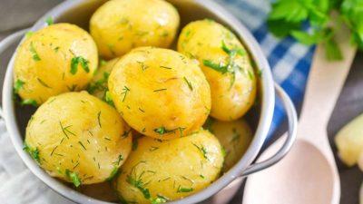 Зварити молоду картоплю