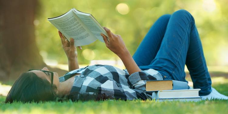 Парк-чтение на траве