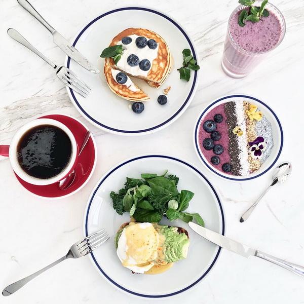 Смузи-боул-ассорти вкусный завтрак