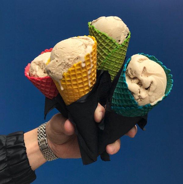Цветные вафельные рожки-тренды мороженого