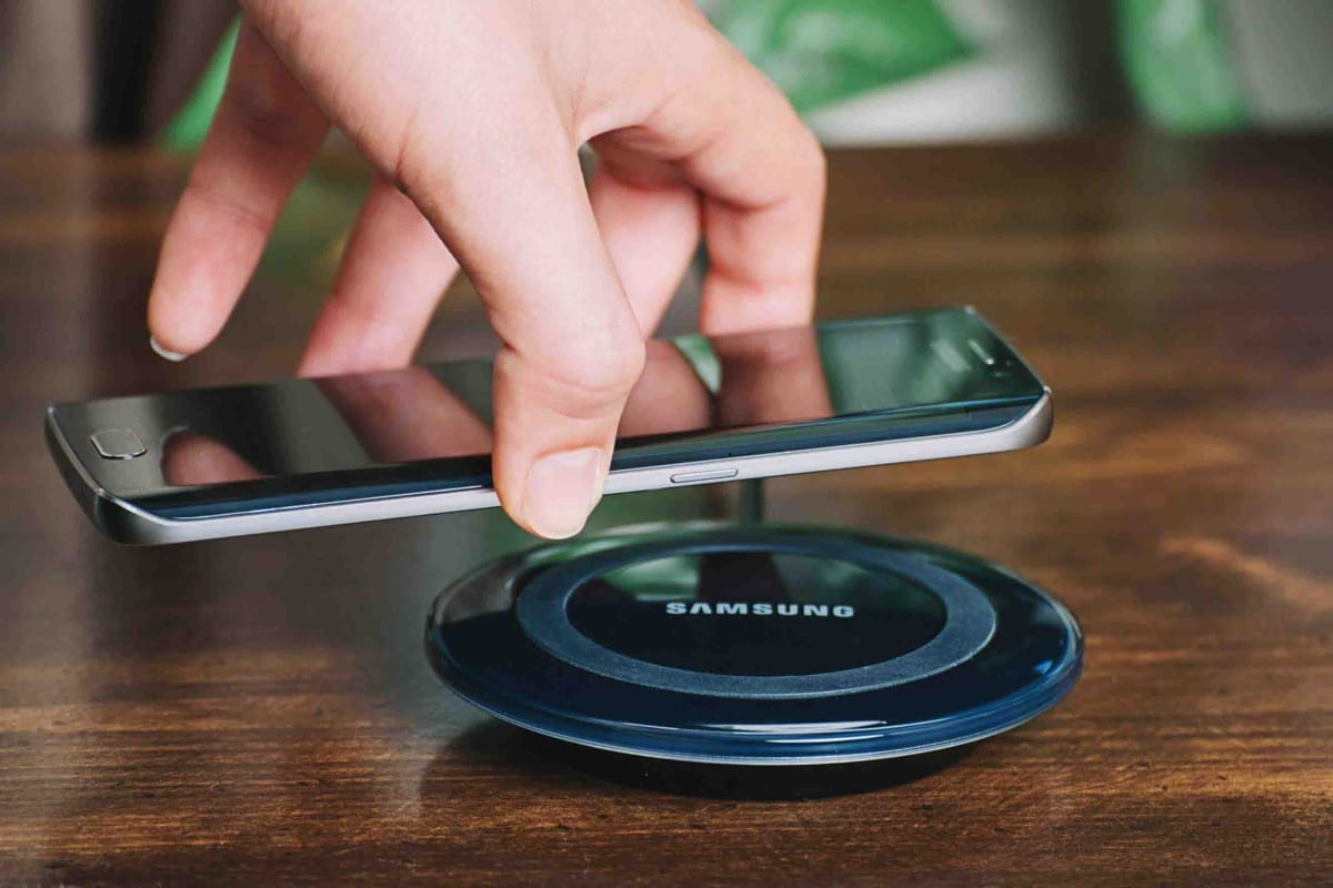 Топ-7 смартфонов с технологией беспроводной зарядки - беспроводная док-станция
