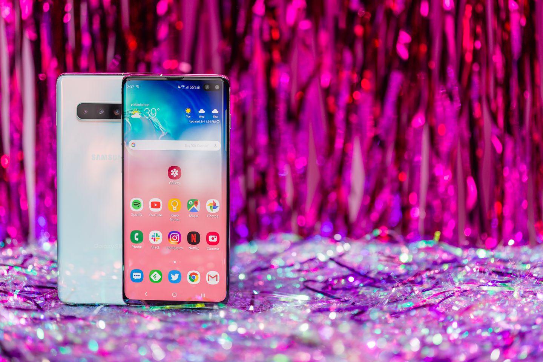 Топ-7 смартфонов с технологией беспроводной зарядки - samsung galaxy s10+
