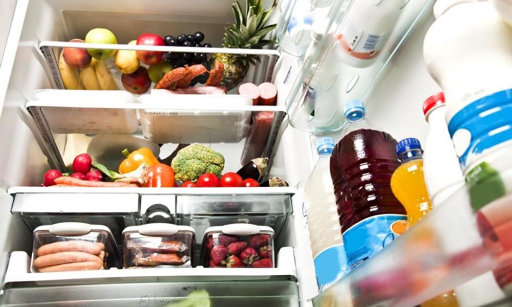 Выбираем холодильник до 5 000 грн - продукты в холодильнике