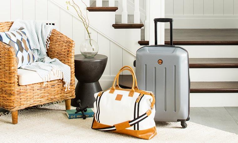 Чемодан и дорожная сумка