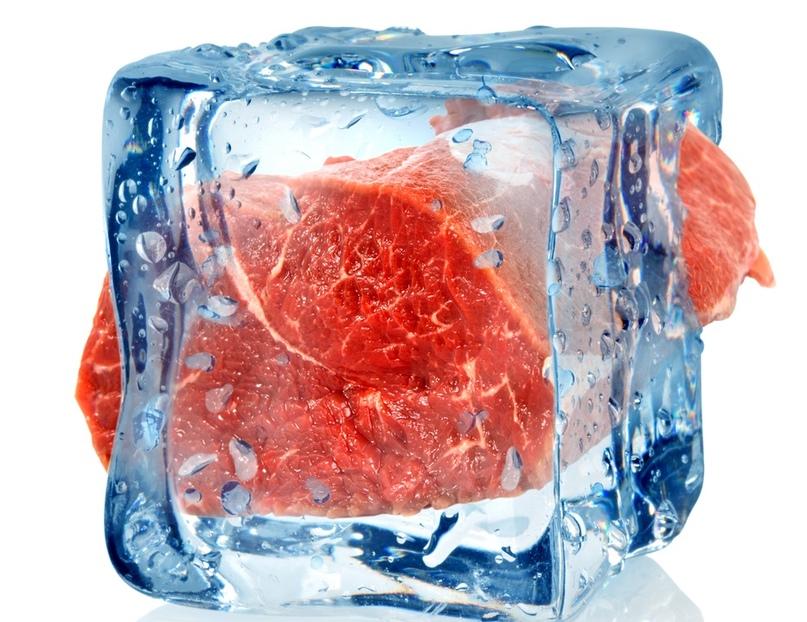 Что можно замораживать в морозильной камере и как это правильно делать - мясо во льду