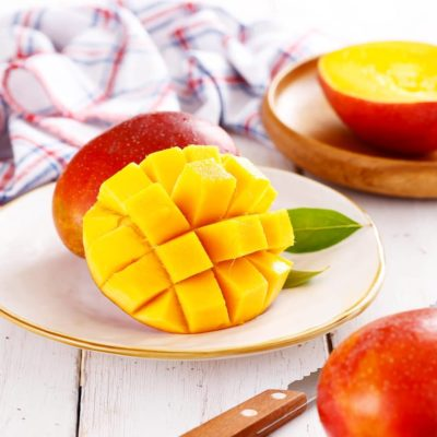 Как едят манго - 2