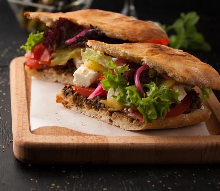 Греческий сэндвич-подача