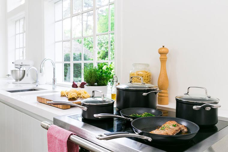 Качественная посуда на кухне