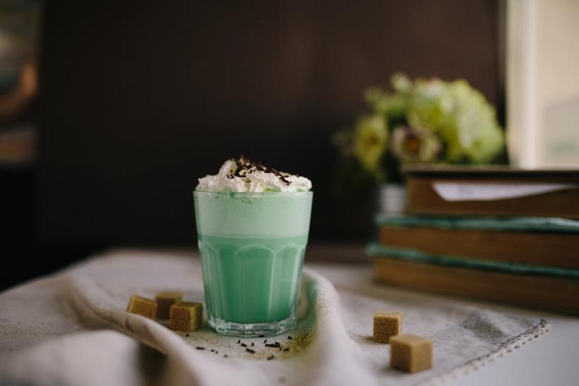 Мятный фраппучино-подача