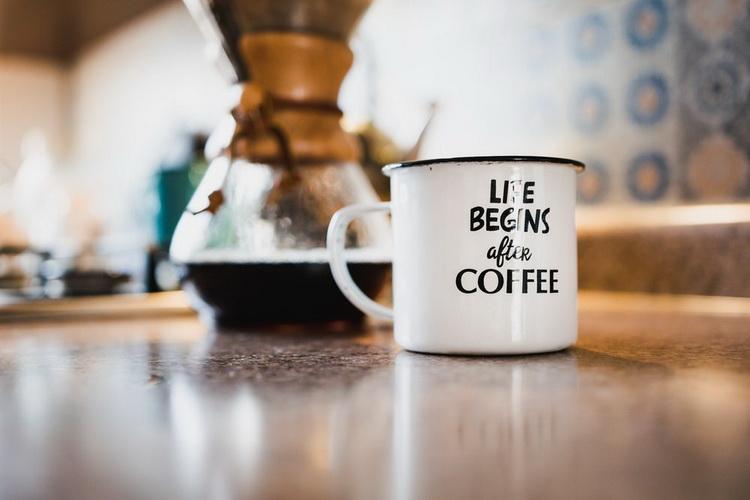 Утренний ритуал-чашечка кофе