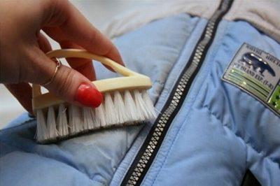 Как почистить полиэстеровое пальто