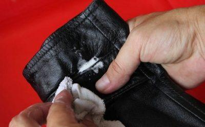 Як почистити пальто зі шкіри