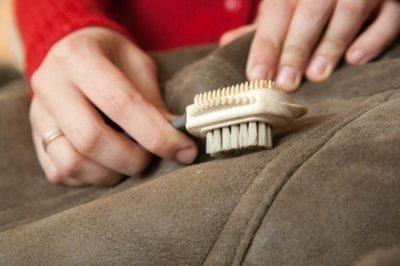 Как почистить пальто из замши