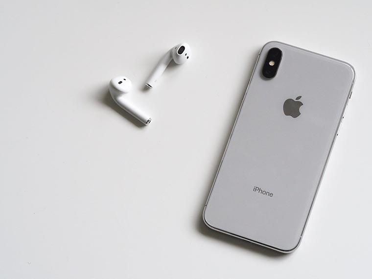 Айфон с гарнитурой