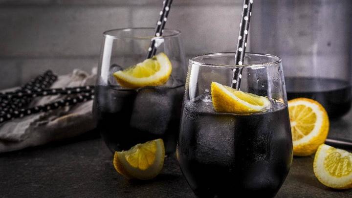 Черный детокс-лимонад-с лимоном