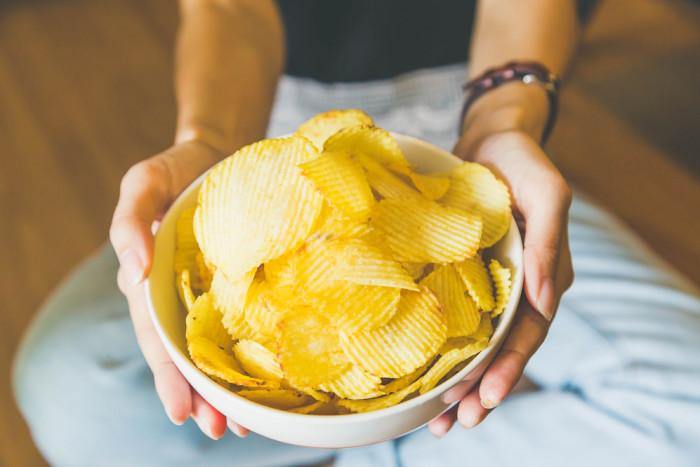 Картофельные чипсы-как подать
