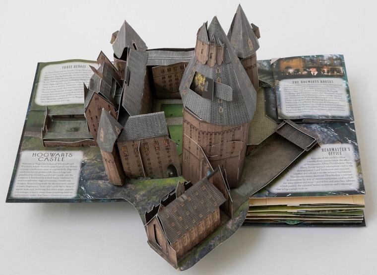 Книга о Гарри Поттере с трехмерными бумажными моделями внутри 3