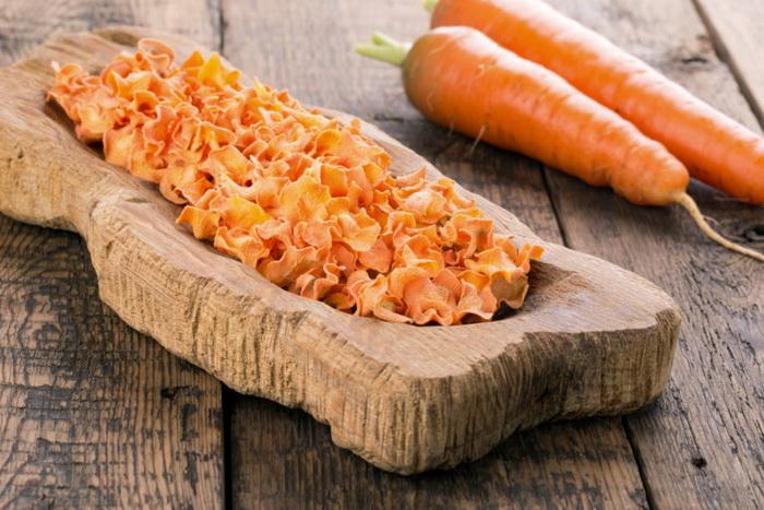 Морковно-коричные чипсы-подача