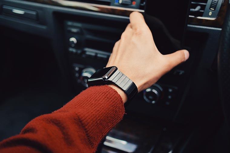 Смарт-часы в дороге