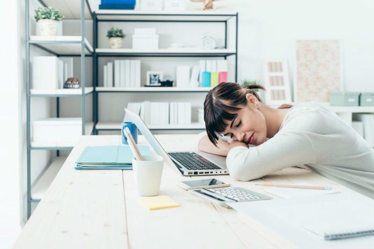 Сон-на работе