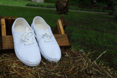 як очистити білі кросівки