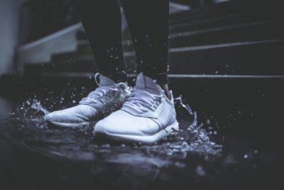 як почистити білі кросівки