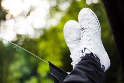 як доглядати за білими кросівками