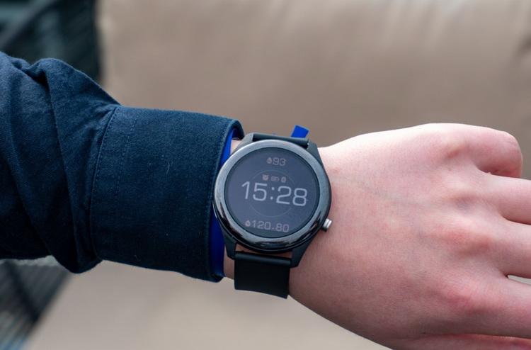 ASUS VivoWatch SP-часы на руке