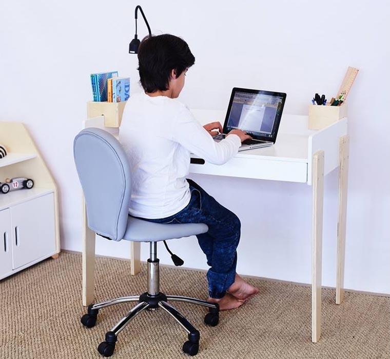 Компьютерное кресло для школьника