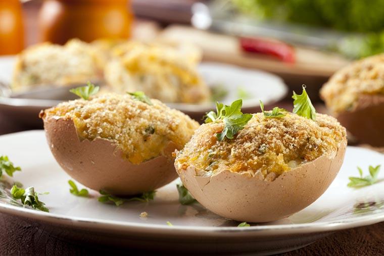 Фаршированные яйца половинками