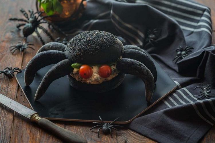 Хэллоуин-как подать бургер